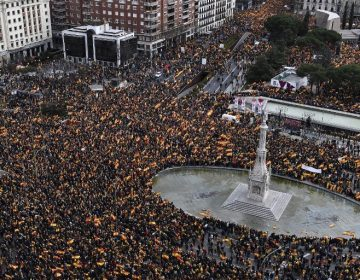 La derecha y ultraderecha española marcha contra el presidente Pedro Sánchez; acusan traición y exigen elecciones