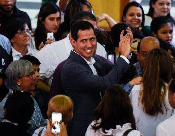 """Bloqueo de ayuda es """"casi genocida"""", advierte Guaidó a militares venezolanos"""
