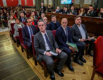 Inicia juicio contra líderes catalanes que buscaban separarse de España; miles marchan en Cataluña
