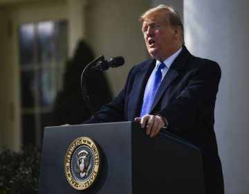 """Trump declara """"emergencia nacional"""" en EU para construir su muro"""