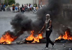 Gobierno de Haití anuncia recortes y medidas anticorrupción para calmar protestas que paralizan al país