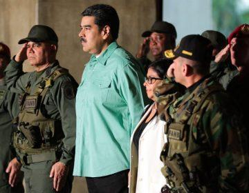 """Guaidó coordina la ayuda voluntaria, mientras Maduro prepara a los militares para """"invasiones"""" en Venezuela"""
