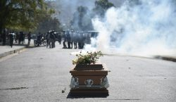 Manifestaciones para que renuncie el presidente de Haití dejan a…