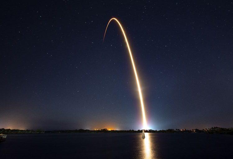 """Envían a la Luna una """"copia de seguridad"""" con 30 millones de páginas sobre la humanidad"""