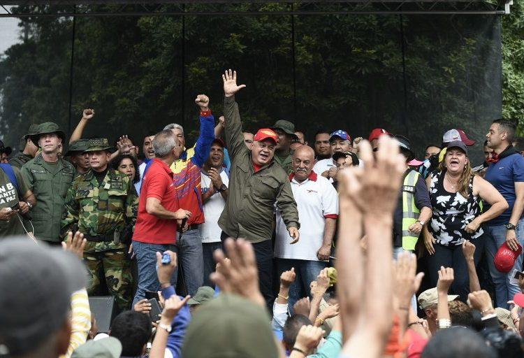 """Gobierno venezolano celebra """"victoria"""" por bloqueo fronterizo; ONU condena violencia y muerte de civiles"""