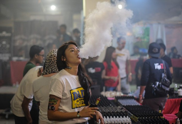 4.9 millones de menores en EU consumen tabaco; autoridades acusan a cigarros electrónicos