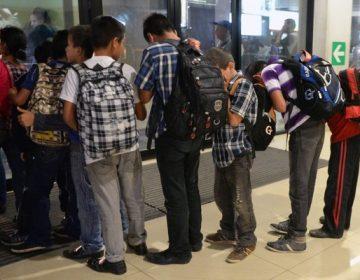 Miles de niños migrantes fueron abusados sexualmente al ser separados de sus familias, según el HHS