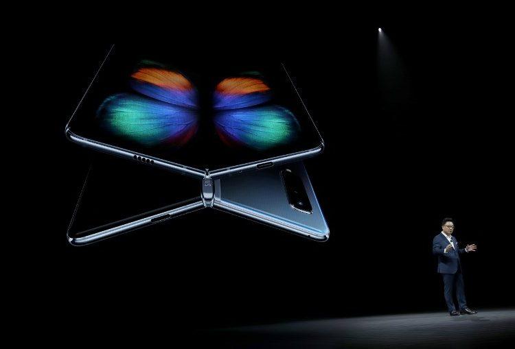 Galaxy Fold: el primer celular plegable de Samsung llegará al mercado en abril