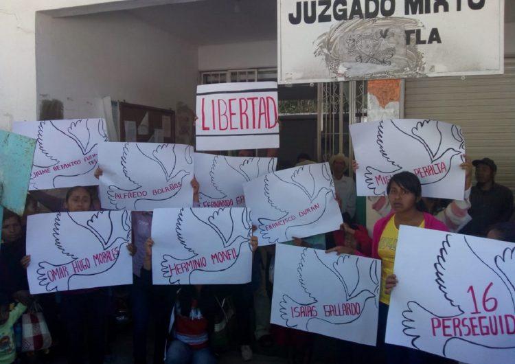 """Presos de Eloxochitlán exigen al Congreso abstenerse de usar """"aparato de poder"""" en su contra"""