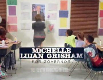 """Gobernadora de Nuevo México """"rompe"""" el muro que quiere construir Trump en un video"""