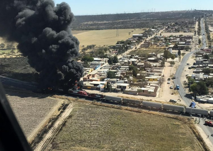 Choque de pipa contra tren en Aguascalientes deja 2 muertos