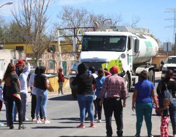 Bloquean carretera y exigen puente tras choque de pipa con tren en Aguascalientes