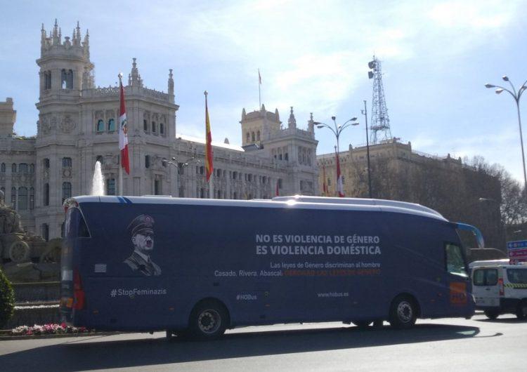 """ONG ultraconservadora usa imagen de Hitler en campaña contra leyes de género porque """"discriminan al hombre"""""""