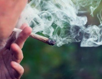 Estudio vincula a la marihuana con un riesgo más alto de depresión y suicidio en adolescentes