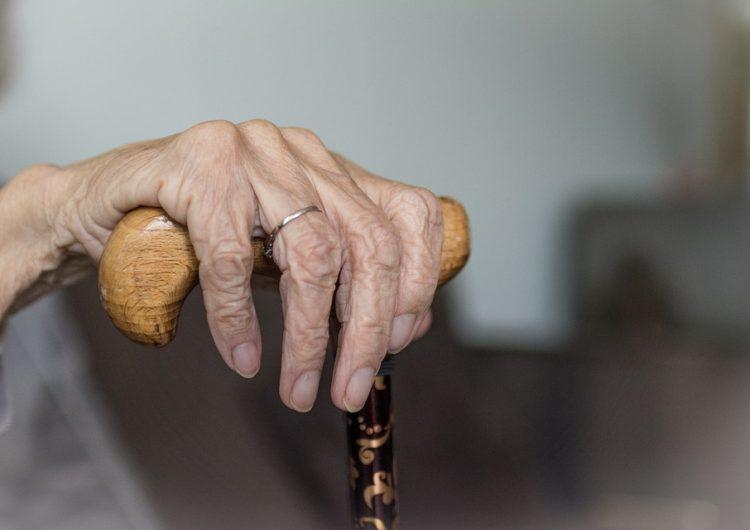 Lanzan pulsera para localizar adultos mayores extraviados en San Luis Potosí