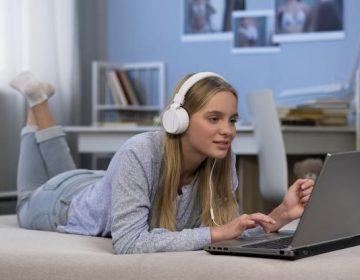 ¿Escuchar música afecta la creatividad? Esto dice un estudio