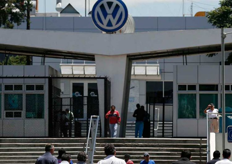 Gestionarán apoyos ante la Federación para evitar despidos en VW