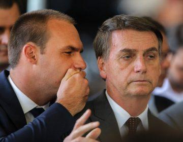 Migrantes brasileños indocumentados son una vergüenza para el país, dice hijo de Bolsonaro