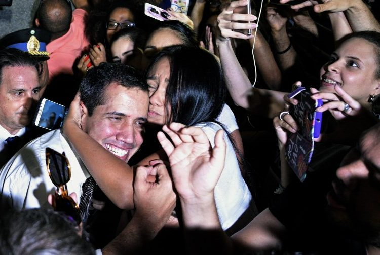 La única vuelta atrás es a casa: dice Guaidó a venezolanos exiliados en Argentina
