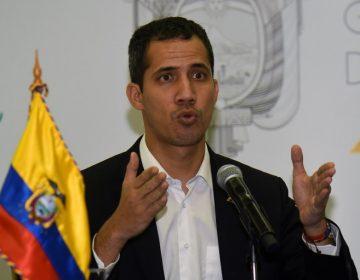 """Guaidó regresa a Venezuela el lunes; dice que hay una estrategia si """"el usurpador y sus cómplices"""" lo arrestan"""