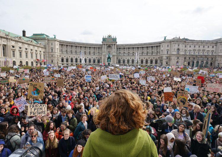 """""""Están destruyendo nuestro futuro"""": jóvenes de todo el mundo se manifiestan contra el cambio climático"""
