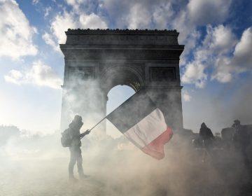 Protesta de chalecos amarillos termina en incendios y saqueos en París