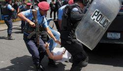 Policía de Nicaragua reprime y arresta a más de un…