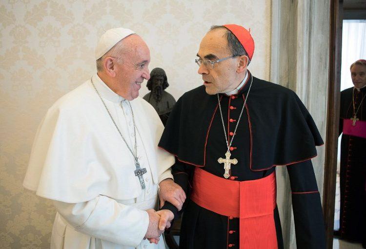 El Papa rechaza renuncia del cardenal Barbarin, acusado de pederastia; víctimas condenan su respuesta