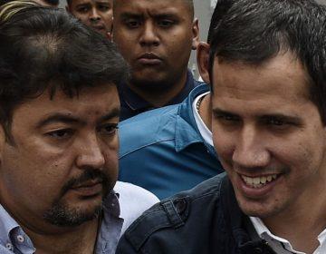 """Detienen a jefe de equipo de Guaidó en Venezuela por """"terrorismo""""; denuncian registro ilegal de dos viviendas"""