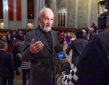 Apuñalan a sacerdote mientras transmitía una misa por internet en Montreal