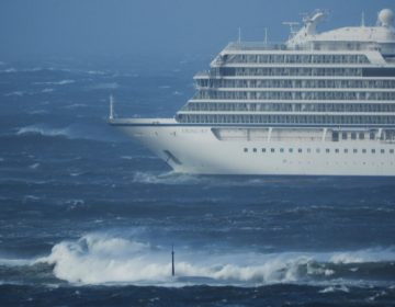 Evacúan a 1,300 pasajeros de un crucero en Noruega por avería