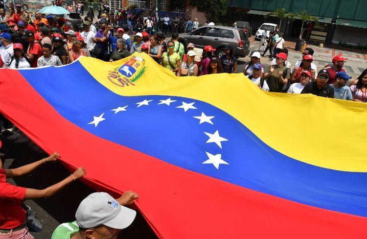 Dispersan manifestaciones de oposición en Venezuela con gases lacrimógenos
