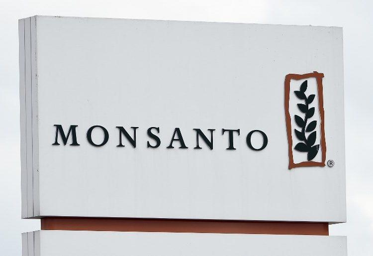 Monsanto deberá pagar 81 mdd a un hombre dice tener cáncer por usar su herbicida