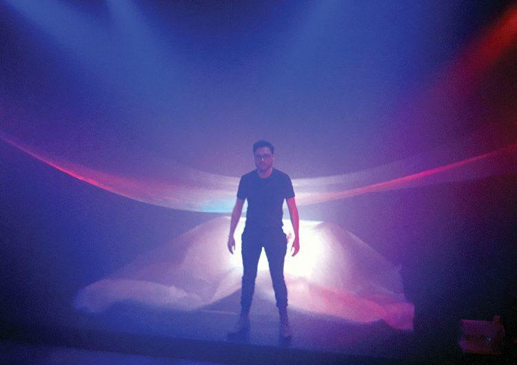 Recomendaciones culturales: teatro para el desapego y arte con hongos gigantes