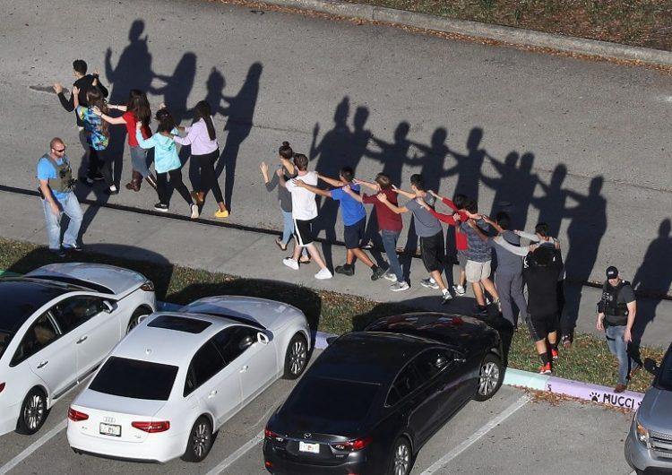 Reportan el suicidio de dos jóvenes sobrevivientes del tiroteo en la secundaria de Parkland