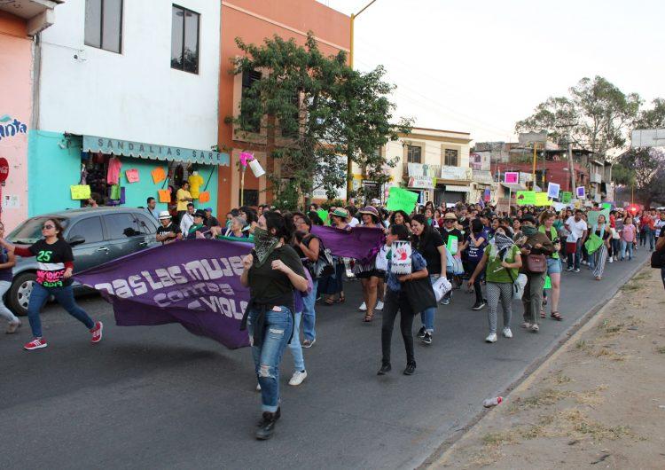 Feministas recorren zonas de alta peligrosidad en Oaxaca durante marcha del 8 de marzo