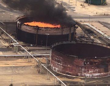 Se incendian 3 tanques de almacenamiento de petróleo en Venezuela; autoridades culpan a EU