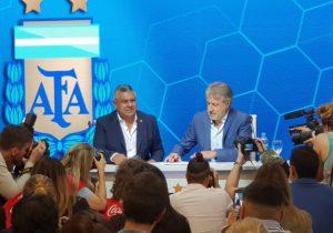 Mujeres llegan al futbol profesional en Argentina, pero con salarios de cuarta división