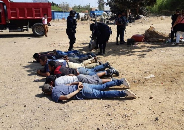 Víctimas colaterales deja enfrentamiento entre sindicatos de transportistas en Oaxaca