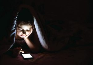 Uso excesivo de redes sociales: peligro de difamación y depresión