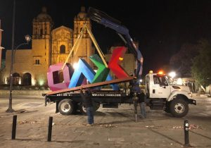 "Letrero ""Oaxaca"" marca registrada ante IMPI; edil capitalino ordena su retiro por incumplir con identidad de la 4T"