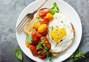 ¿Cuántos huevos debemos comer? Estudio relaciona el colesterol alimentario con cardiopatías