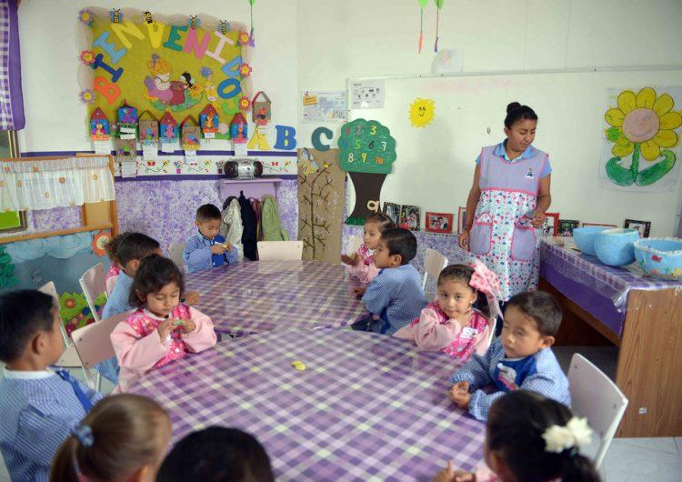 Firman amparo contra recorte a estancias infantiles
