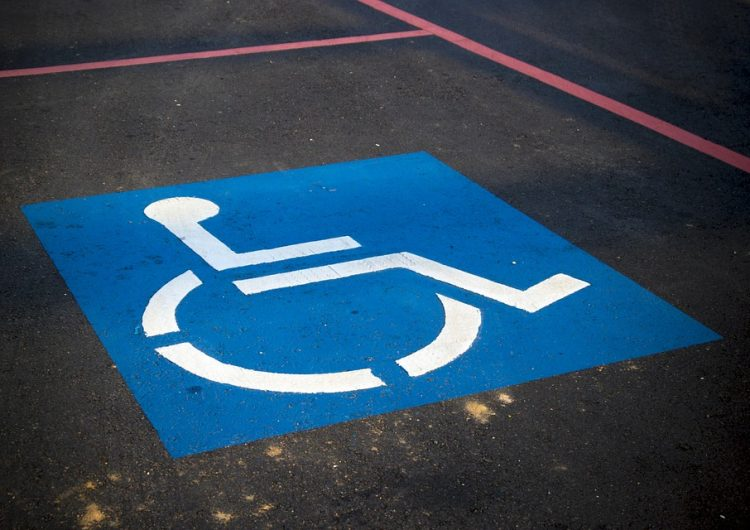 Va en aumento las multas por estacionarse en lugares exclusivos