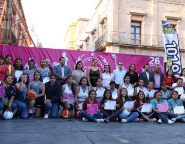 Entregan reconocimiento a mujeres deportistas de Celaya