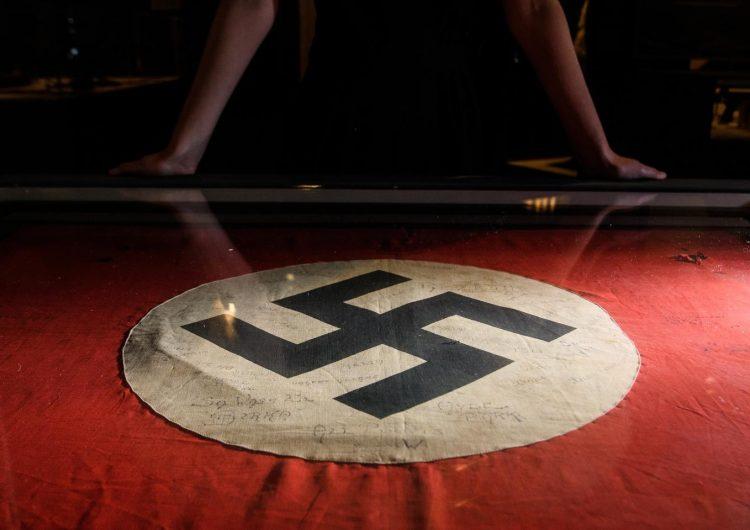 Estudiantes de EU hacen saludo nazi y forman esvástica en fiesta