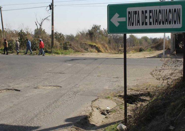 Buscan recursos federales para rehabilitar rutas de evacuación al Popocatépetl