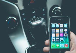 Usar el celular mientras conduces podría costarte 6 mil pesos