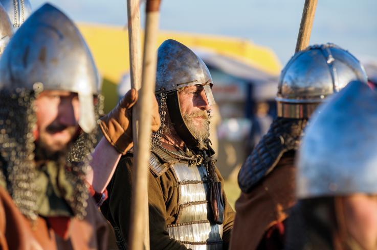 Así son las casas vikingas: Portales para los muertos, artefactos mágicos y niños sepultados en chimeneas