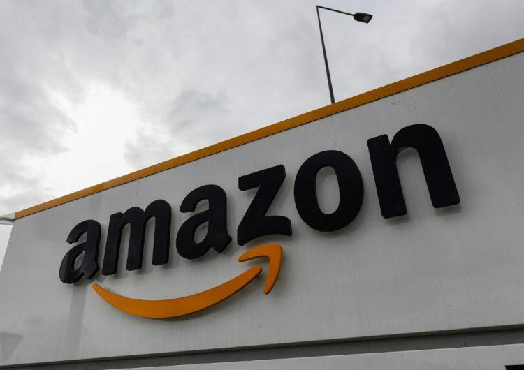 Amazon y Walmart se enfrentan por los salarios de sus empleados y el pago de impuestos